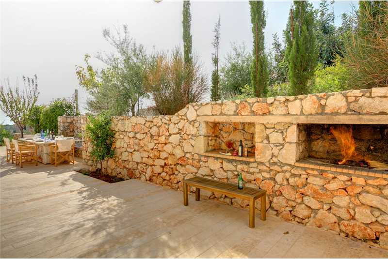 Villa Corali outdoor dining area and purpose built barbecue