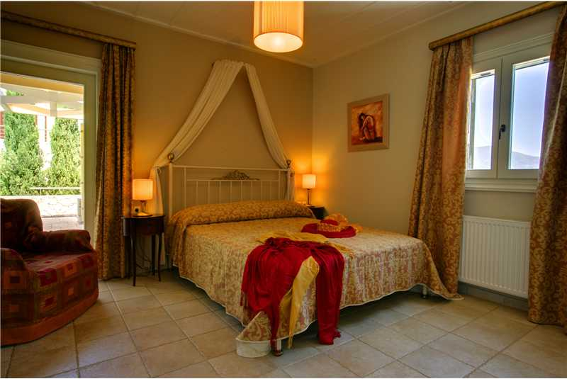 Villa Dentrolivano master double bedroom with en suite shower room