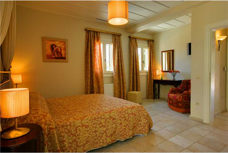 Villa Dentrolivano master double bedroom with private balcony