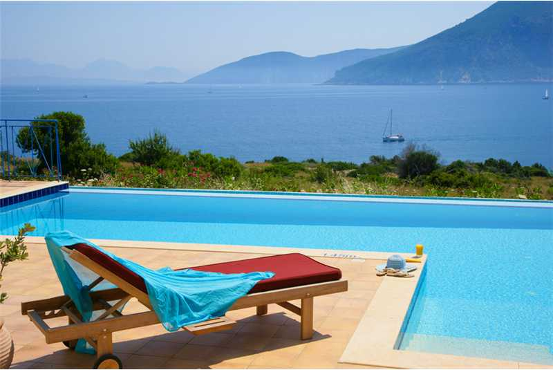 Villa Dolicha enjoy watching the yachts from your sun lounger