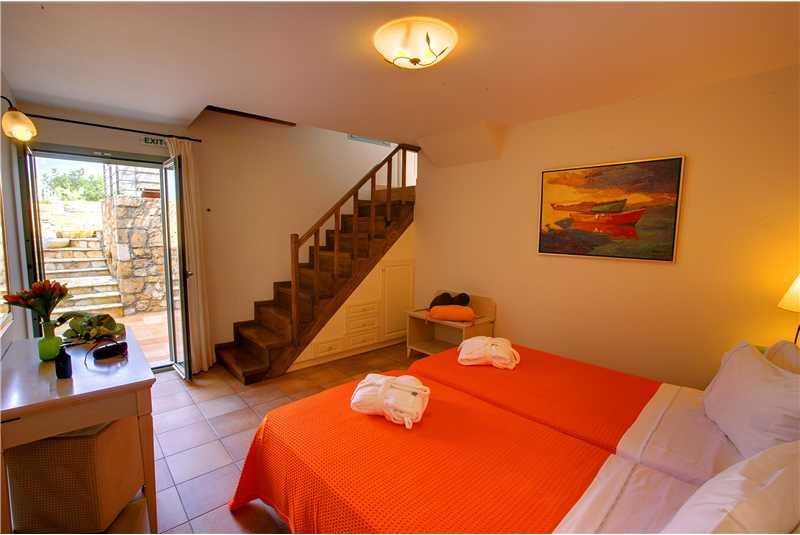 Villa Elea twin bedroom with area to the swimming pool