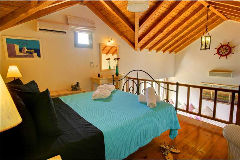 Villa Glaroni galleried master double bedroom