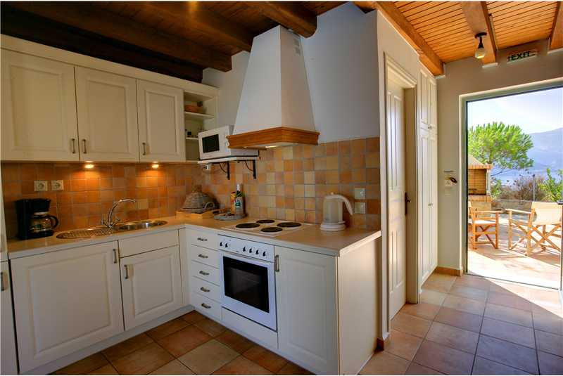 Villa Glaroni modern kitchen with access to the pool
