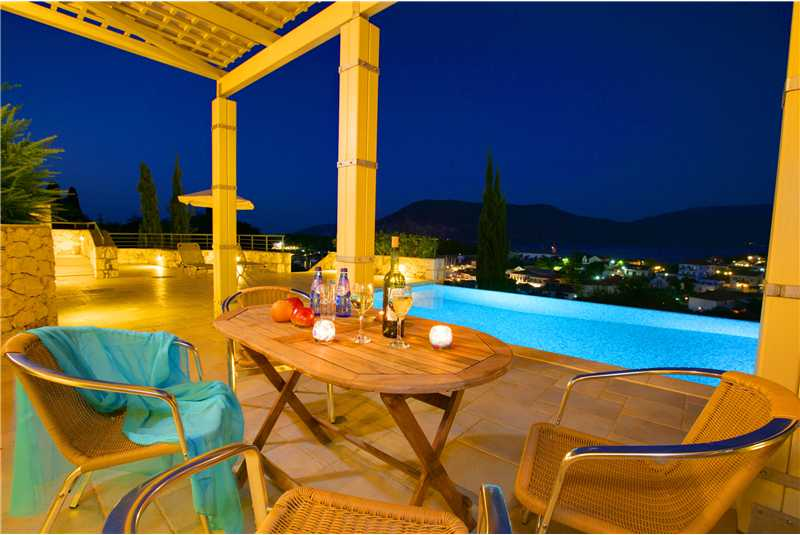 Villa Jasemi dine al fresco and enjoy the views at night