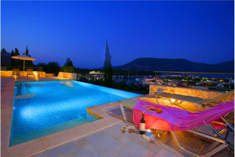 Villa Jasemi pool at night