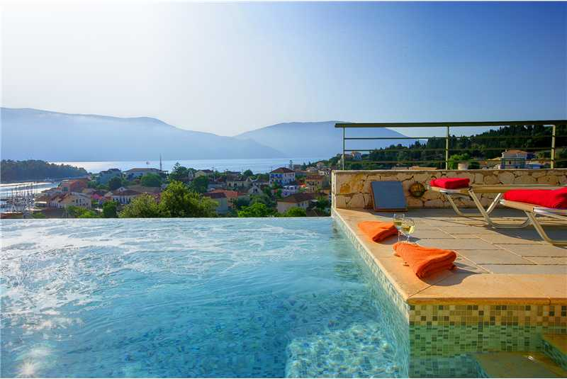 Villa Jasemi relax on the jacuzzi underwater beanch and enjoy the stunning views