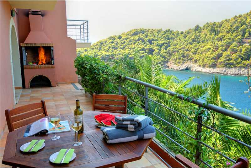 Villa Palatsina dining terrace and barbecue