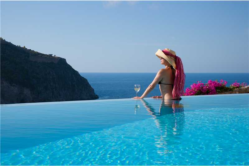 Villa Prikonas infinity swimming pool