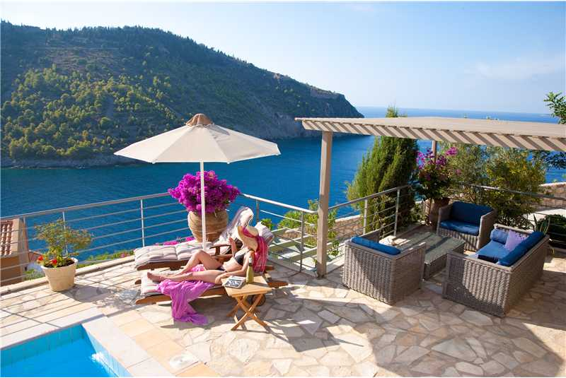 Villa Thea relax by the pool and enjoy the views of Assos Castle