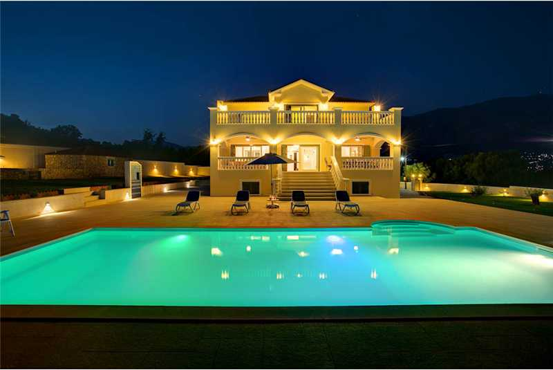 Villa Pessada by night
